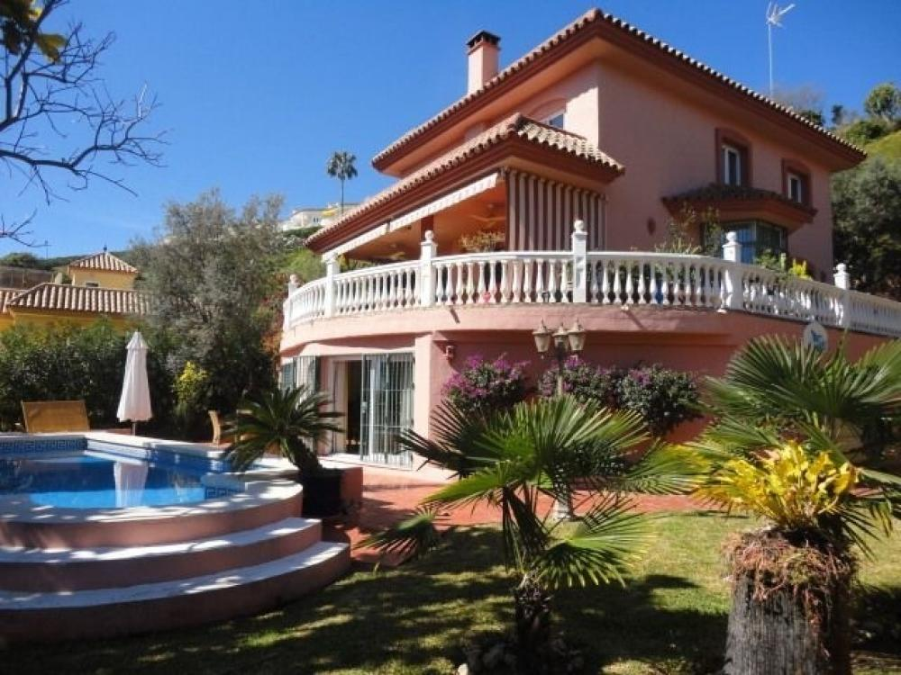 V049: Detached Villa in calahonda