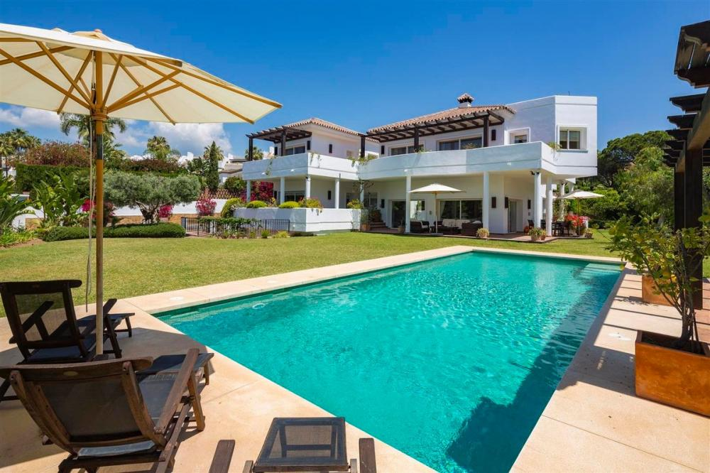 Ref:V102 Detached Villa For Sale in bahia de marbella