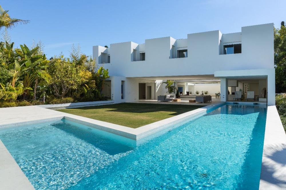V108: Detached Villa in guadalmina alta